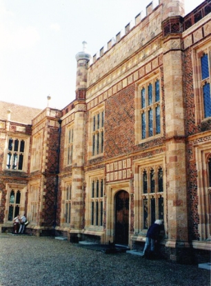 Entrance_facade_at_Sutton_Place_-_geograph.org.uk_-_1556942